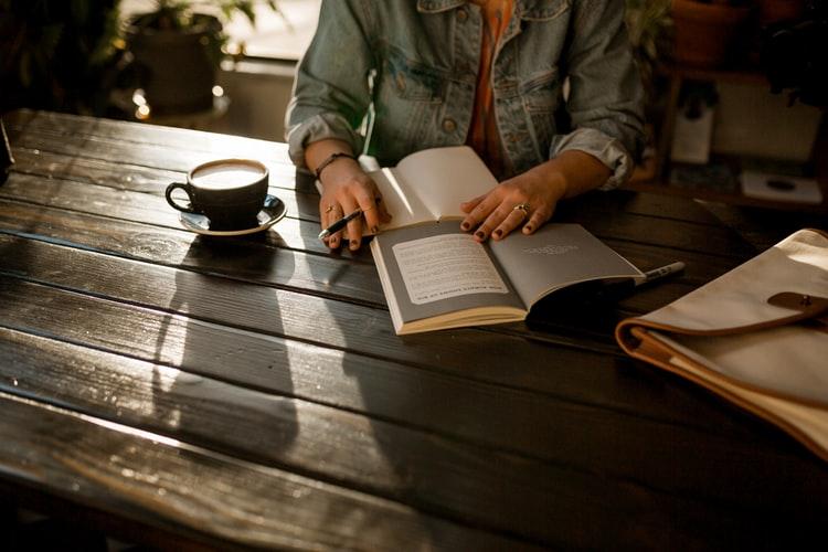 5 Cara Menghabiskan Waktu Sendiri agar Lebih Produktif