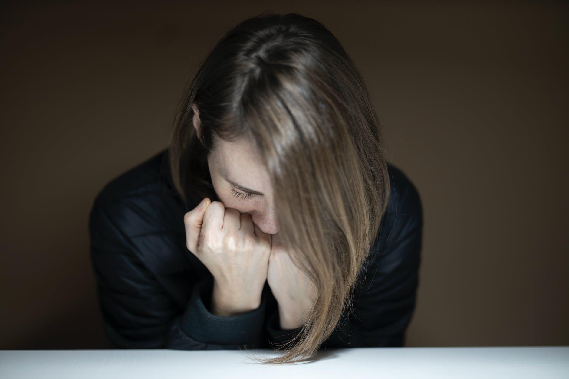 Mengapa Kalimat Negatif Menetap Lebih Lama dalam Ingatan?
