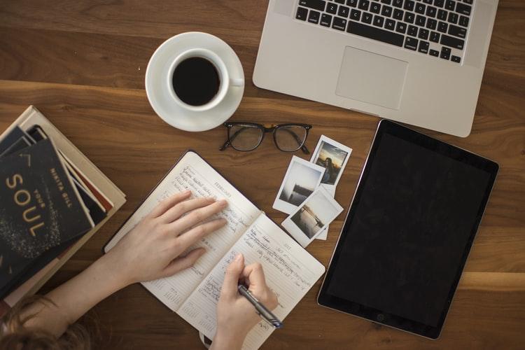 Lebih Produktif dan Kreatif dengan Mambuat Interstitial Journal