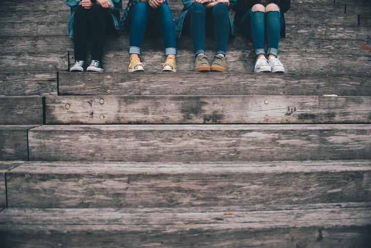 Teman Datang dan Pergi, tetapi Teman Sejati Tetap di Hati